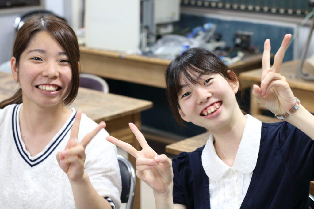 インターフェース科目履修生の永瀬 絢葉さんと渕上 未都さん