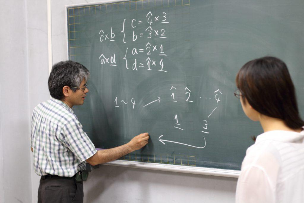 累代飼育の過程を説明する中村先生